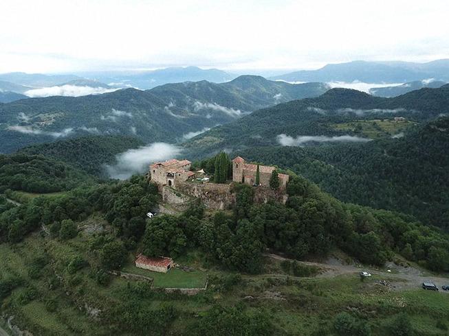 medieval-castle-airbnb-spain-11-5e4a4640018e5__700