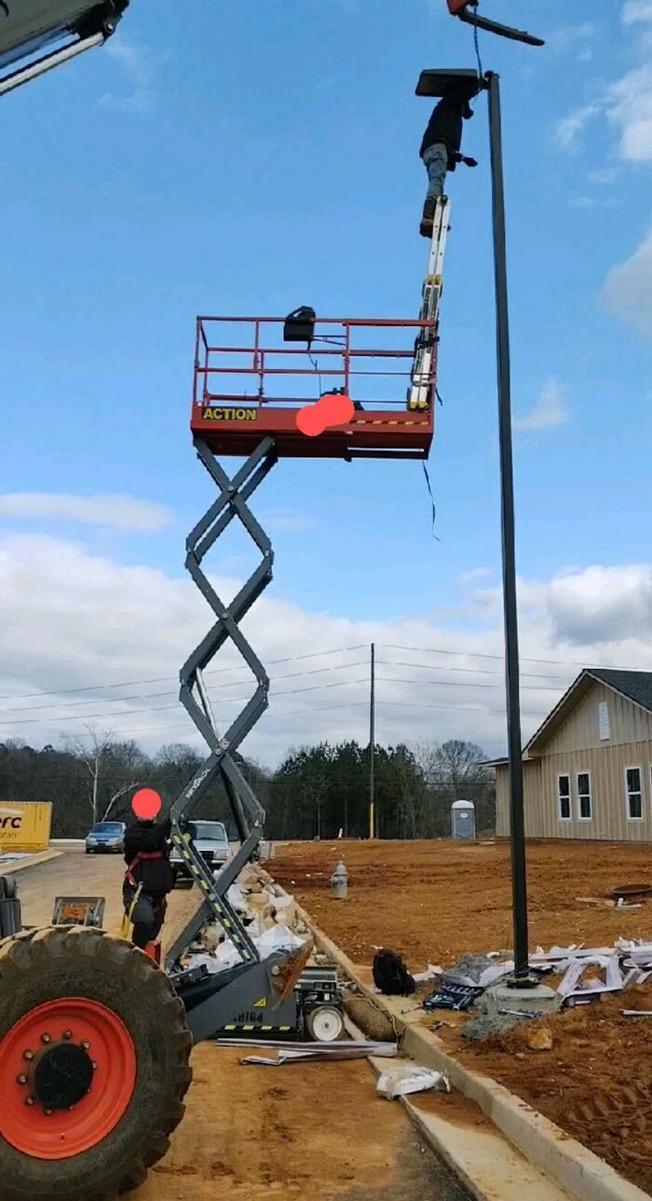 workplace-safety-hazards-454659-613f0b1e97fbf__700