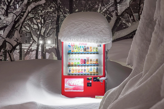 Eiji-Ohashi-Hokkaido-Vending-Machines-at-Night-3
