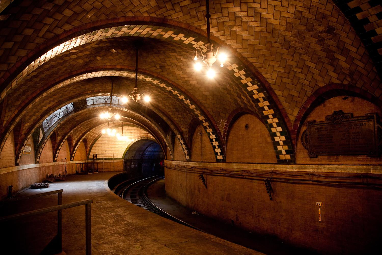海外「ニューヨークの地下鉄には、百年以上前の近未来的な廃墟駅がまだ残ってるらしい 」 【海外の反応】 海外の万国