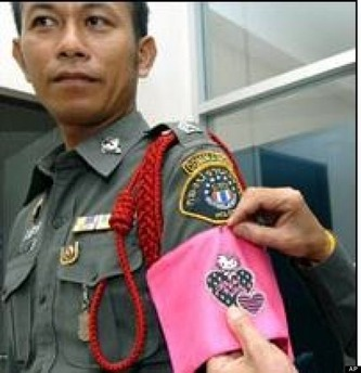 o-THAILAND-POLICE-HELLO-KITTY-570 (1)