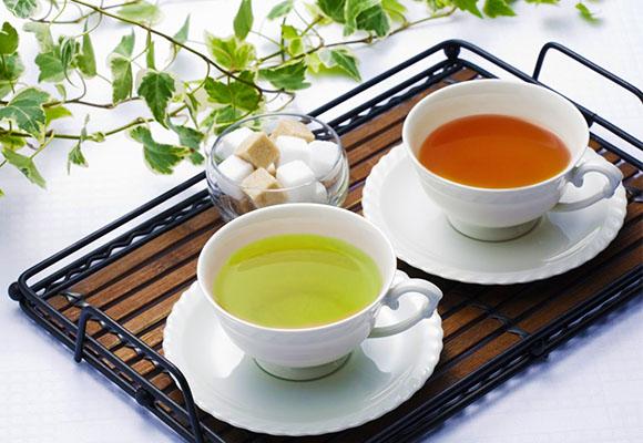 green_tea_vrs_black_tea_1_