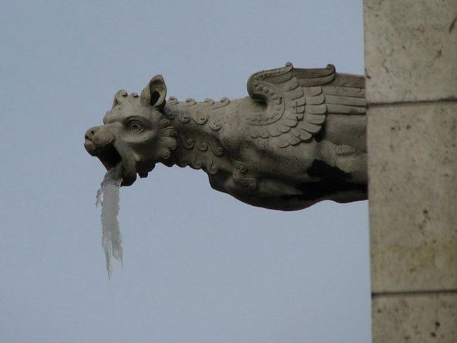 gargoyle-statues-vomiting-ice-8-5e0088f332b94__700