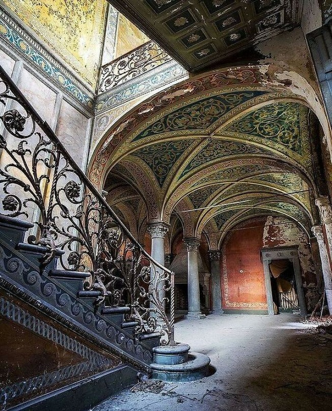 beautiful-abandoned-places-objects-pics-6137527d80e22__700