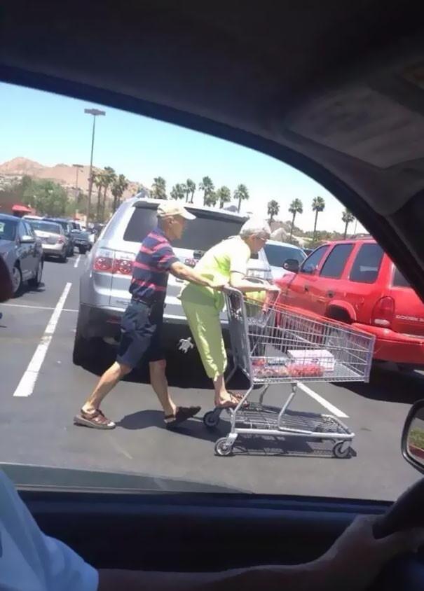 funny-supermarket-people-102-5b5839854f21f__605