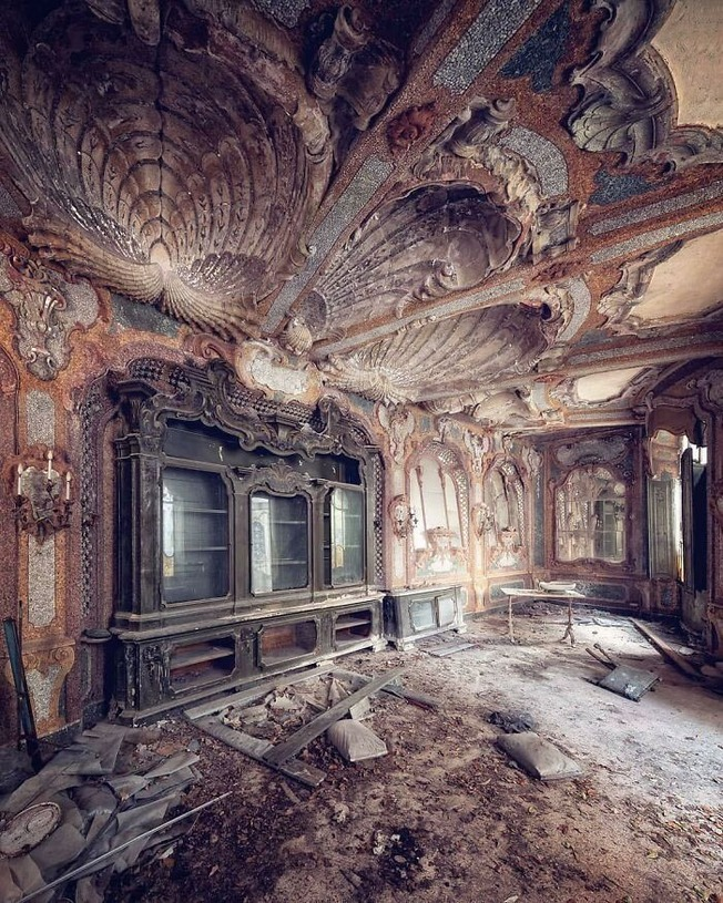 beautiful-abandoned-places-objects-pics-613749962be79__700