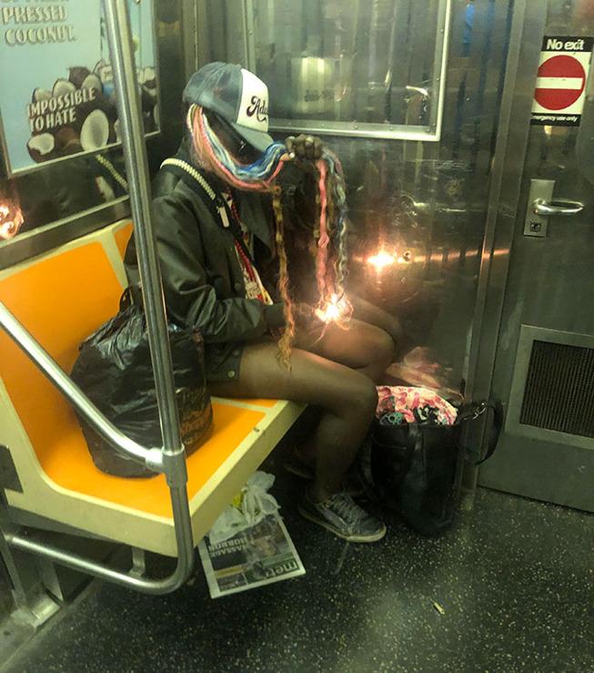 jerk-subway-train-passengers-commuters-130-5de0eda81090e__700