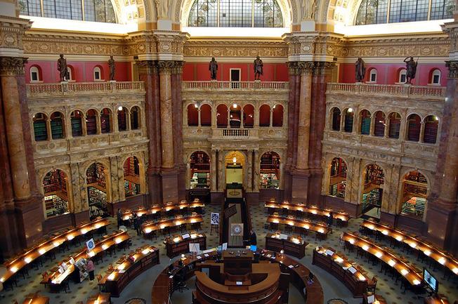 amazing-libraries-17__880 (1)