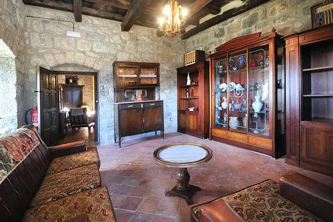 medieval-castle-airbnb-spain-5-5e4a463660522__700