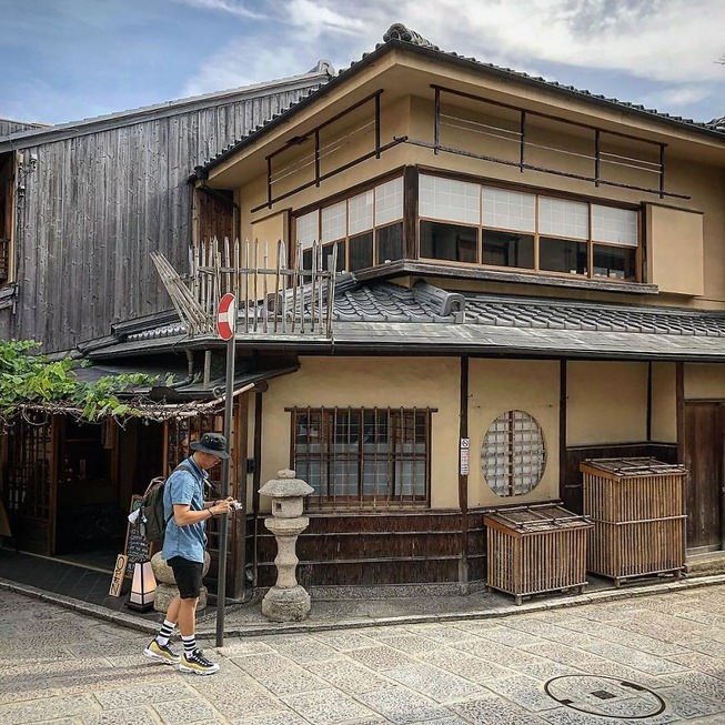 Man-still-enamoured-by-Kyotos-Small-Buildings-5be9420b5f040__880