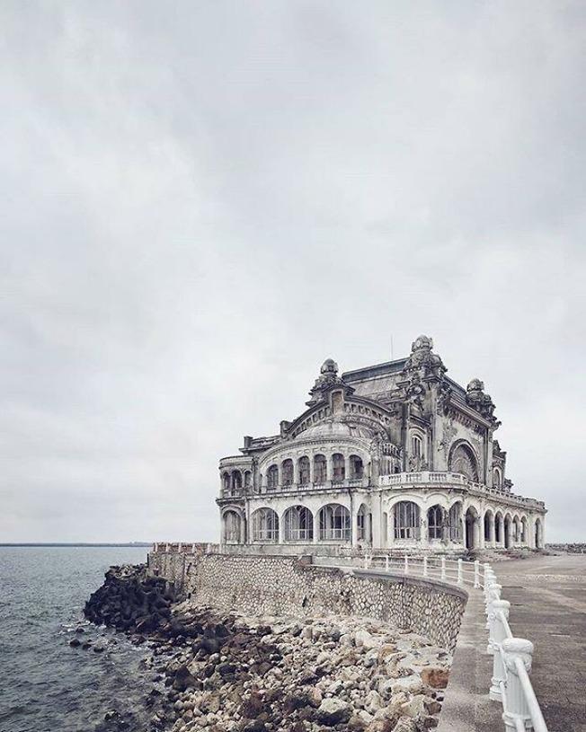 beautiful-abandoned-places-objects-pics-61374adb2af8e__700