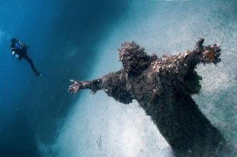 underwater-statue-of-jesus-in-malta