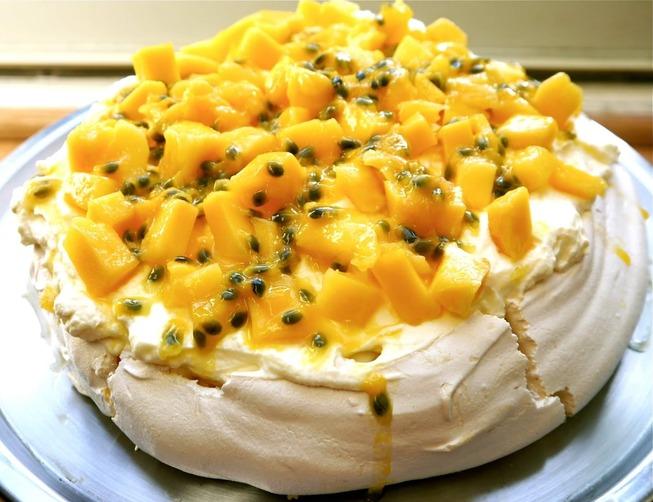 mango & markisa Pavlova selebrity pastry chef obie