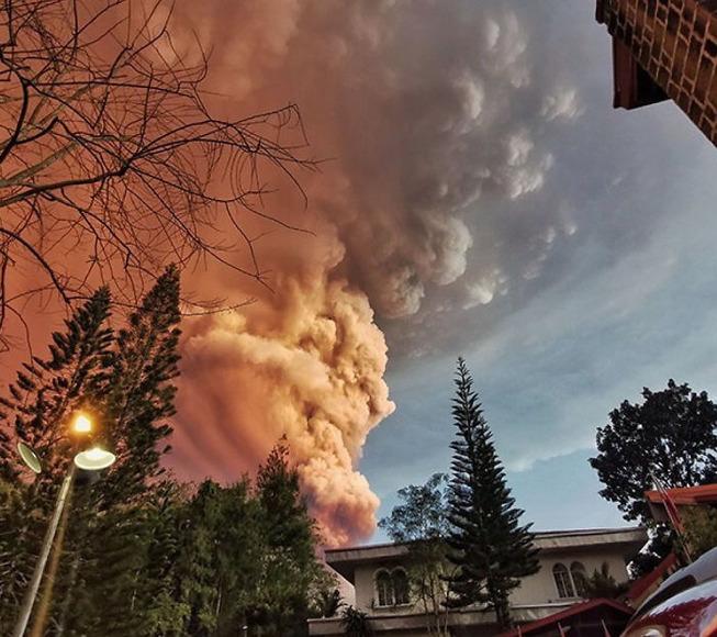 taal-volcano-eruption-photos-philippines-4-5e1c904aa9556__700