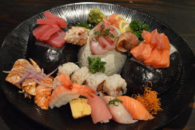sushi-sashimi-platter
