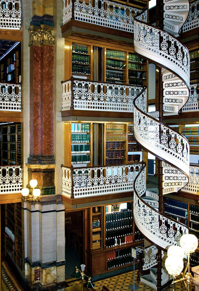 amazing-libraries-11__880 (1)