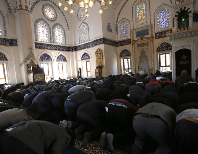 japan-muslims-pray-japanese-