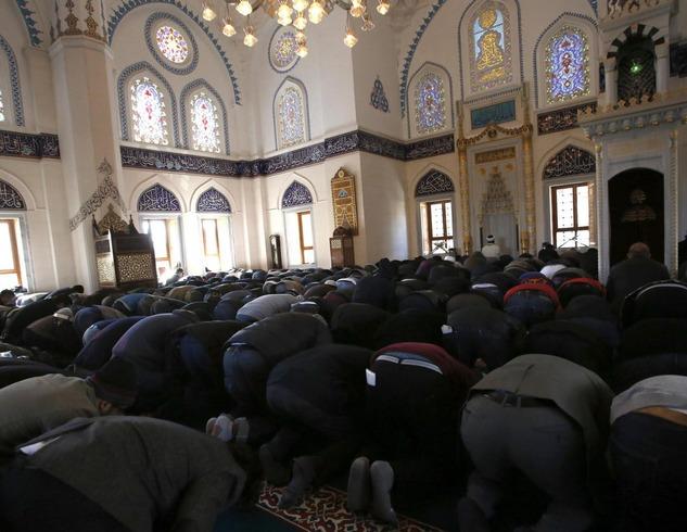 japan-muslims-pray-japanese-