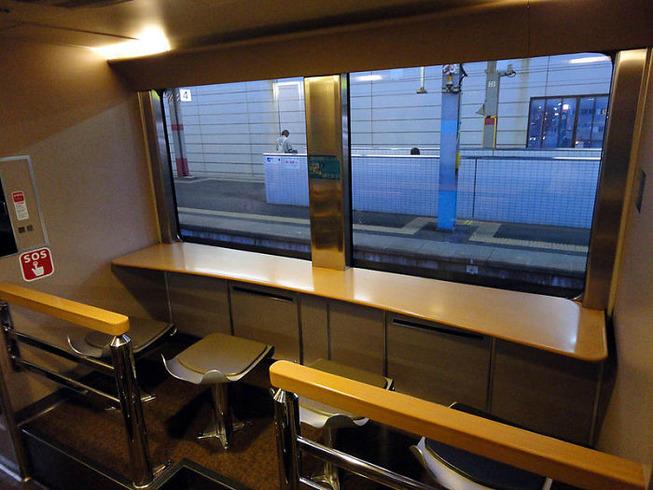 traveling-japanese-trains-inside-look-6-5c63c894b7718__700