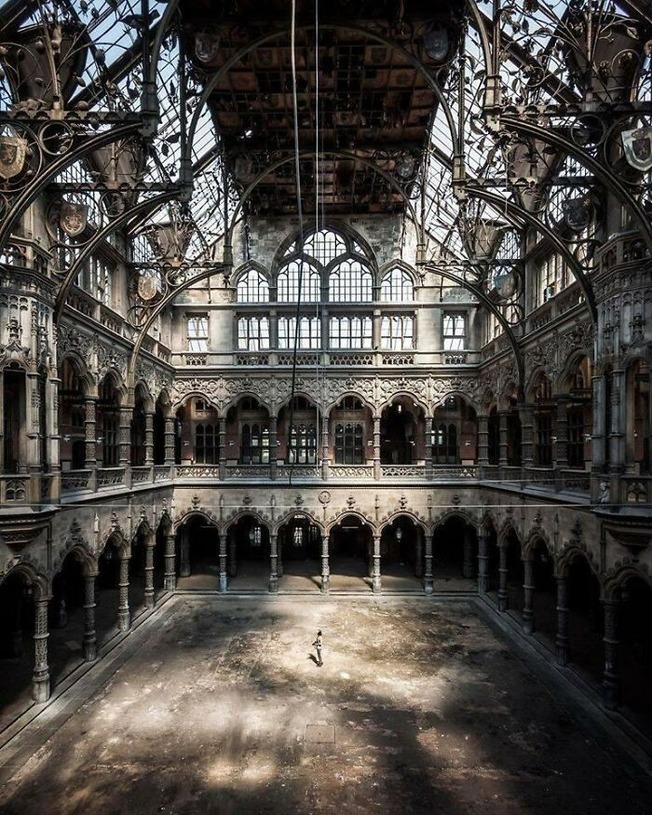beautiful-abandoned-places-objects-pics-61374d2757be3__700