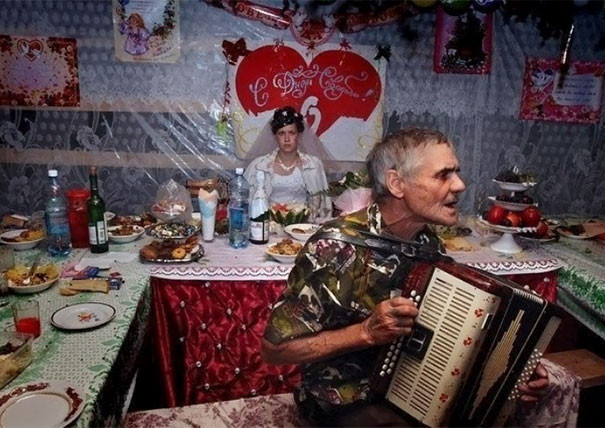 funny-weird-russian-wedding-photos-128-5ac48981d5d28__605