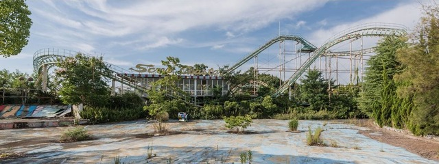 170210111552-japanese-abandoned-theme-park-9-super-169