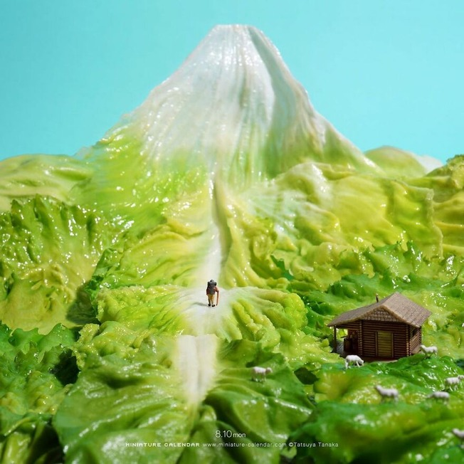 Every-day-this-artist-creates-and-photographs-miniature-worlds
