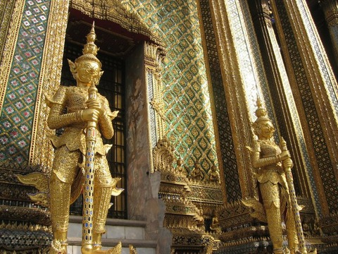 Wat-Phra-Kaew-Temple-of-the-Emerald-Buddha-21