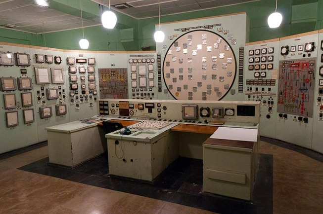 vintage-soviet-russian-control-panel-rooms-5cdaa75ec2d79__700