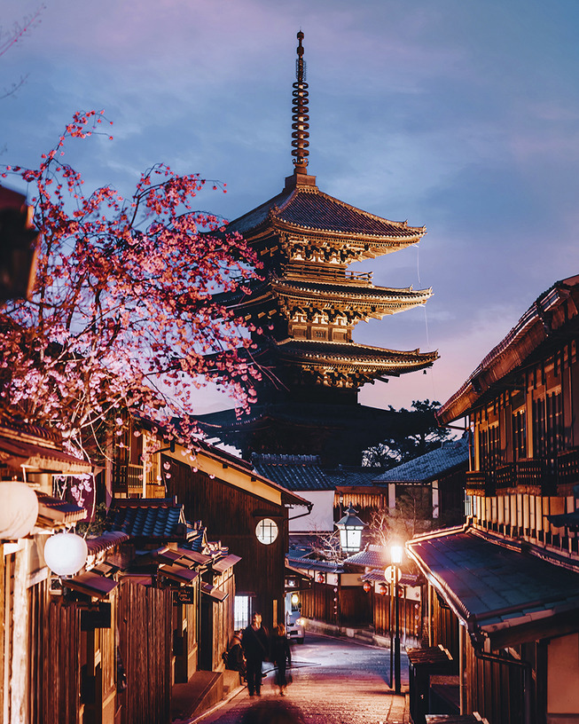 Lost-in-Kyoto-and-the-sakura-blossom-59101a5367983__880