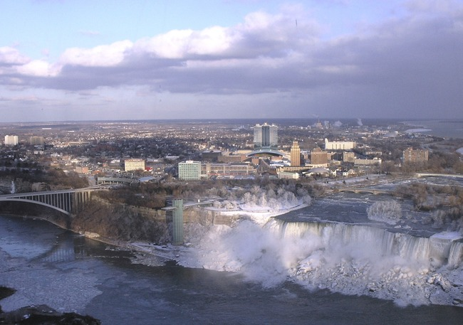Niagara_Falls,_New_York_from_Skylon_Tower_cropped (1)