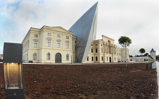 800px-Militarhistorisches_Museum_in_Dresden_4