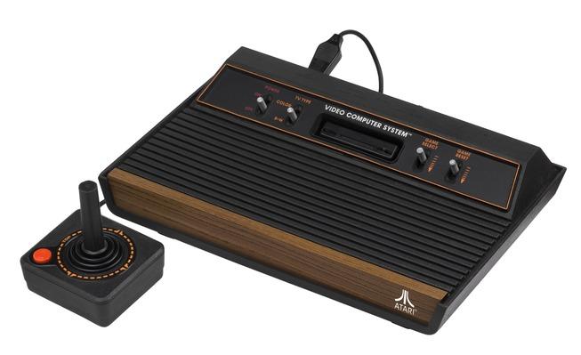1920px-Atari-2600-Wood-4Sw-Set