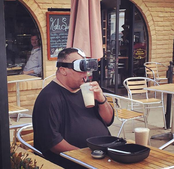 funny-pictures-of-people-living-in-future-2-5b1e36da8646c__605