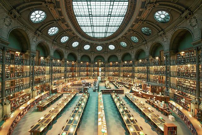 amazing-libraries-7__880 (1)