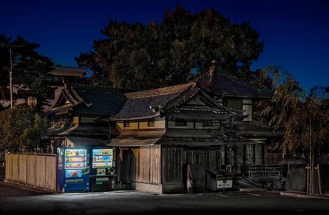 Eiji-Ohashi-Hokkaido-Vending-Machines-at-Night-1
