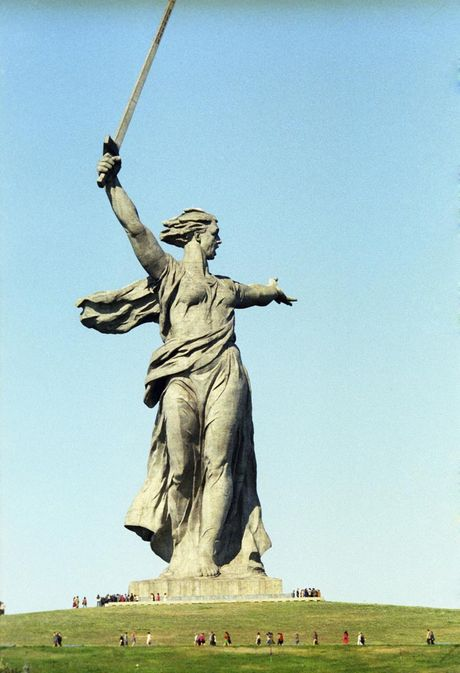 The-Mother-Land-Statue-Volgograd-side-view (1)