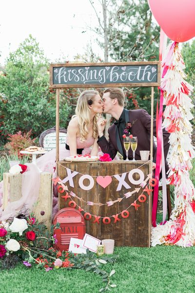 romantic-wedding-inspiration-with-a-kissing-booth-01