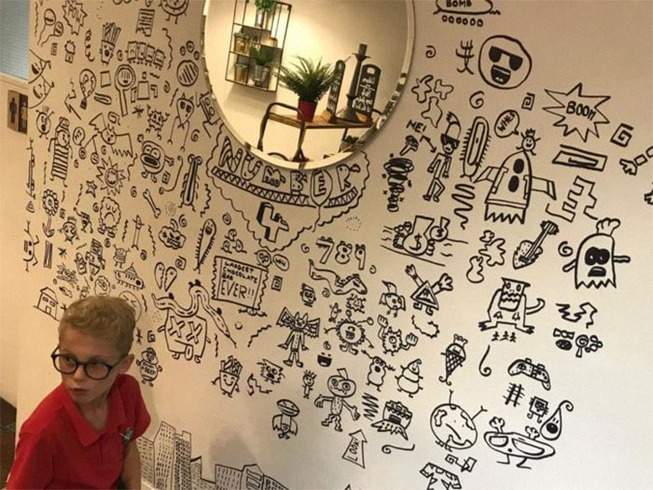 doodle-boy-decorates-restaurant-joe-whale-4-5dbfd6d64cae6__700