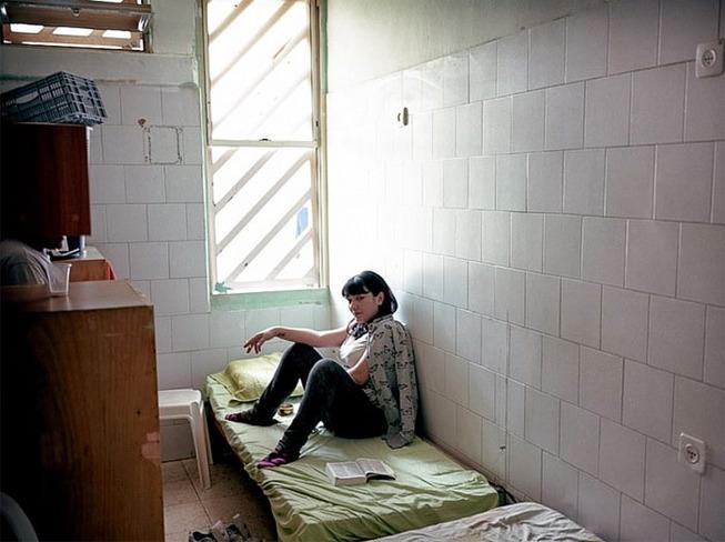 world-prison-cells-prisoners-14-5b34ed5508d10__700
