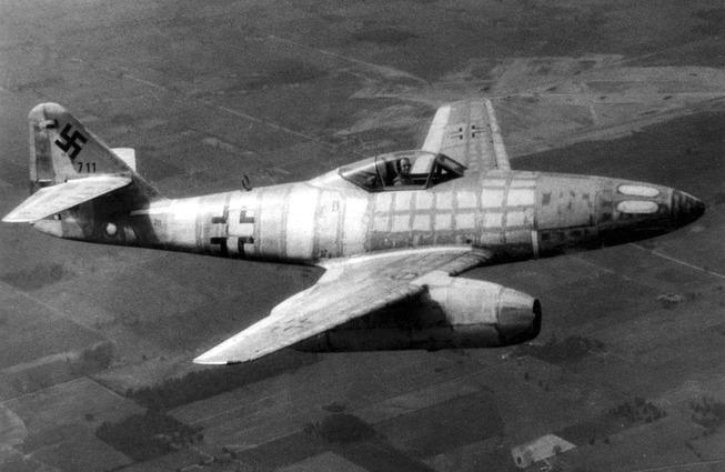 1280px-Messerschmitt_Me_262_050606-F-1234P-055