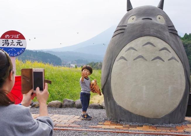 totoro-bus-stop-real-life-japan-25-5e5e0fe10d01f__700