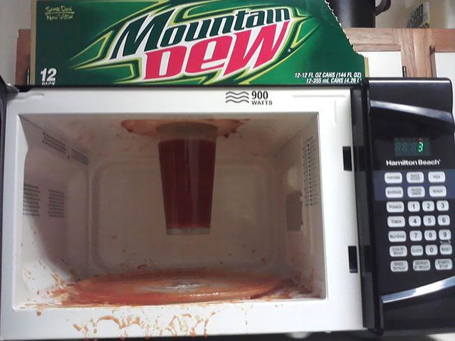 funny-microwave-fails-17-5f2d6c206cfc7__700