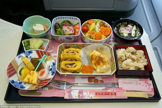 1413458868128_wps_16_18_Airline_Foods_From_Aro (1)
