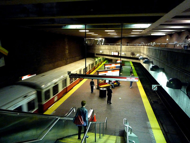 800px-Davis_station_platform