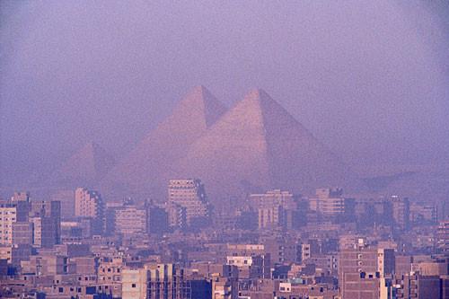 giza-pyramids-soaring-above-500