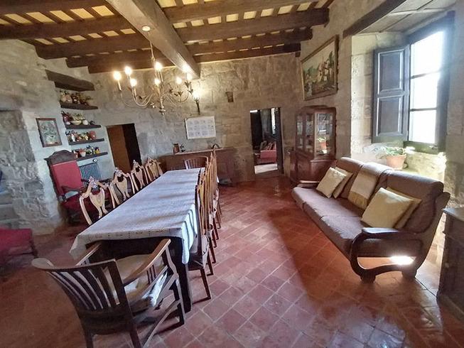 medieval-castle-airbnb-spain-4-5e4a46345d950__700