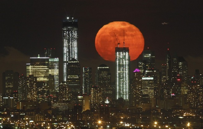 reuters_new_york_full_moon_06May12-878x560
