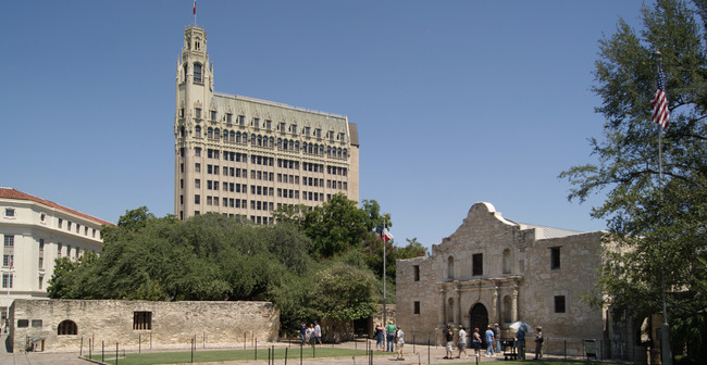 Alamo_Mission,_San_Antonio,_Texas,_USA