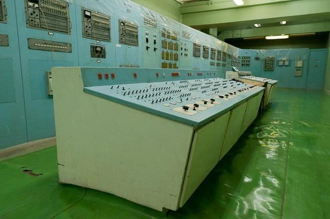 vintage-soviet-russian-control-panel-rooms-5cdaa75c577df__700